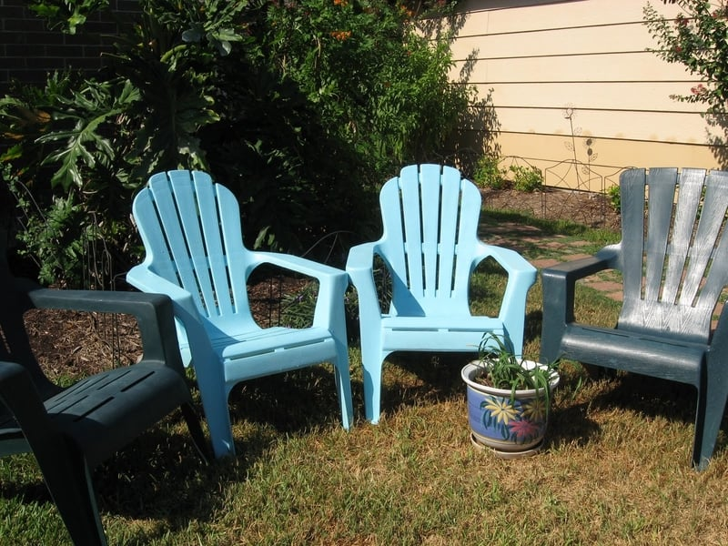 Rapainted outdoor plastic chairs