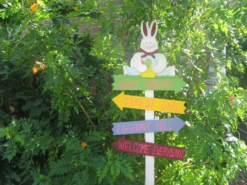 Bunny sign in the garden