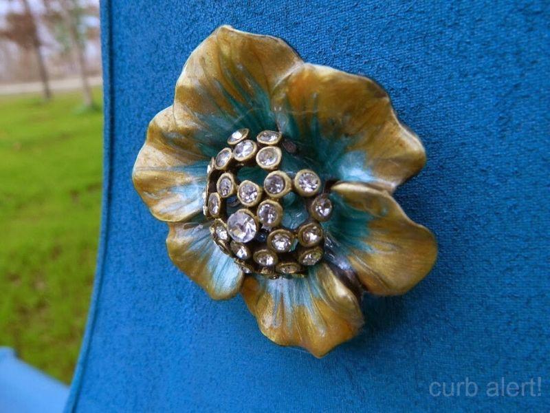 Pretty, antique looking flower knob